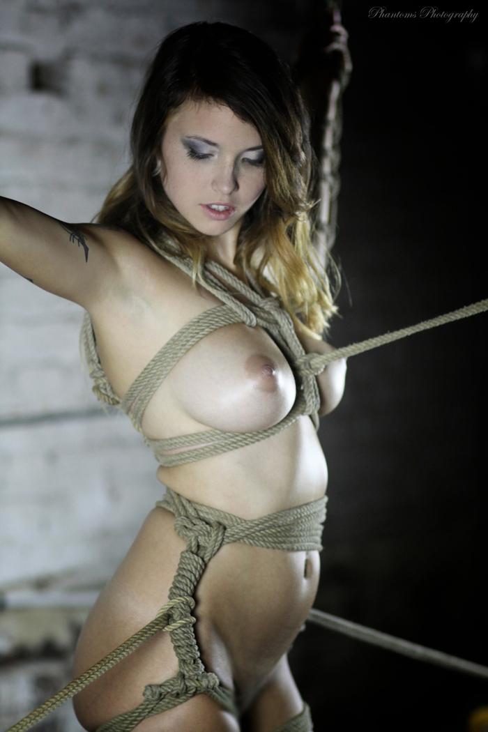 【SMエロ画像】縛られて更に美しい…イイ体のイイ女は緊縛して差し上げたい!(*´Д`)