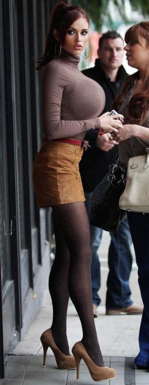 【着胸エロ画像】こんなにデカ過ぎる人だらけ…本物だといいね海外の着衣巨乳(;´Д`)