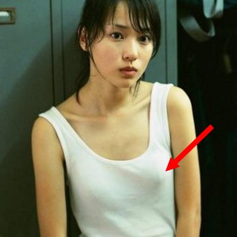 戸田恵梨香の乳首がピンコ起ち!小さなお豆がクッキリと・・・