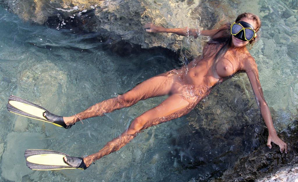 【海外エロ画像】汗流れっ放し!裸でスポーツに励んでいる外人さん(;´Д`)