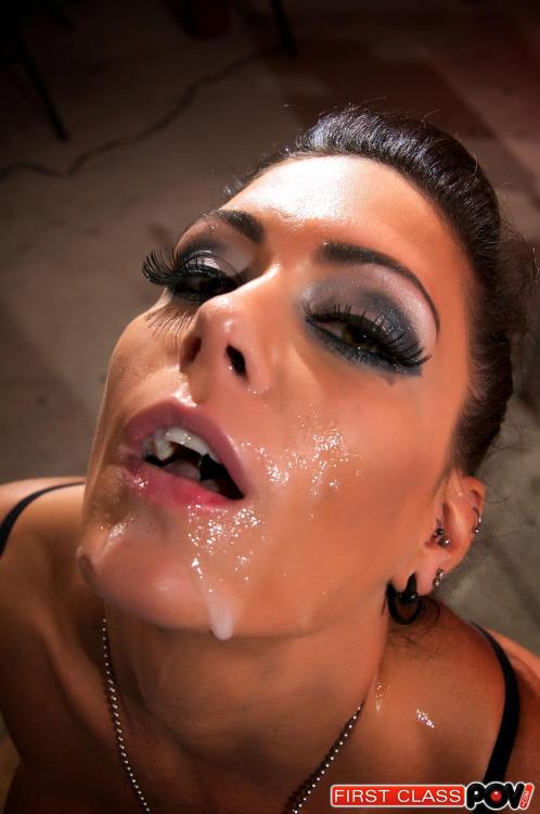 【ぶっかけエロ画像】化粧落ちるほど大量顔射されてザー汁まみれの外人さん(;゚Д゚)