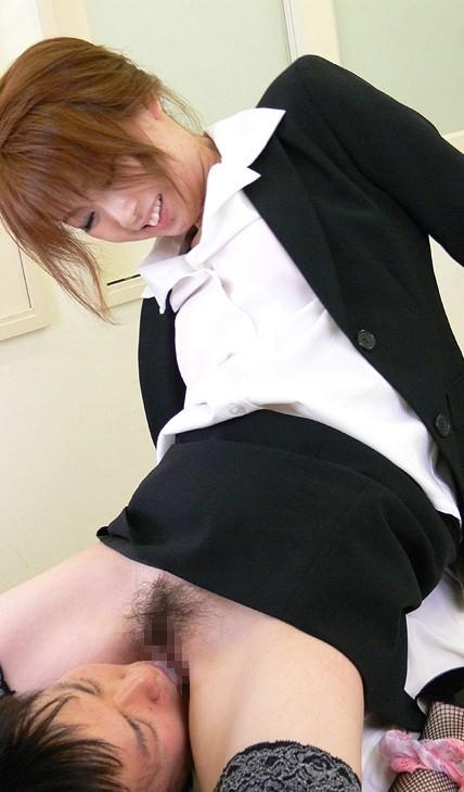 【顔騎エロ画像】ほら舐めなさいよ!舐り次第で強気じゃなくなる顔面騎乗(;´Д`)