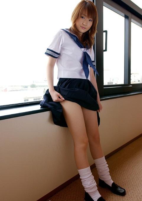 【JKエロ画像】似合うのは顔のお蔭w大人でも可愛らしいJKコスプレ娘(;´Д`)