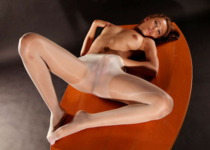 お漏らしできないパンスト直履き股間のエロ画像