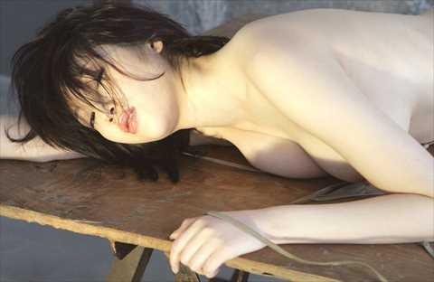 【恥歴史】森下悠里(32)ピンクのデカ乳首が見えたヌード画像…ダービー大当たり札束と同時に晒される…