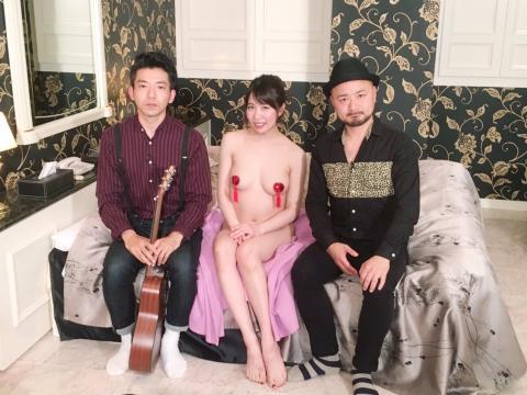 【画像あり】AV女優・南まゆ、一人だけ恥辱の素っ裸…関西ローカル番組で晒しモノ…