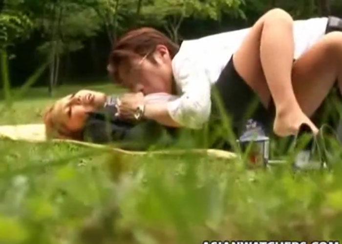 【エロ動画】昼休憩終わっちゃう…公園で青姦までやらかすOLカップル盗撮(*゚∀゚)=3