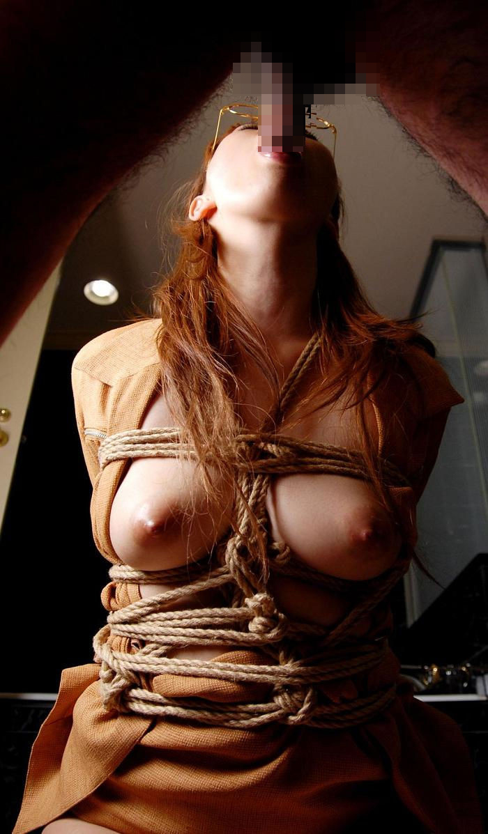 【フェラエロ画像】しゃぶられながら反撃チャンス!咥える女の下に巨乳(*´д`*)