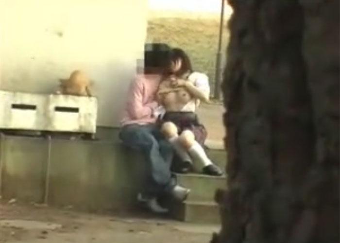 【エロ動画】何してるニャあの人間たち…ぬこ様の側でやらかす青姦カップル!(;゚∀゚)=3