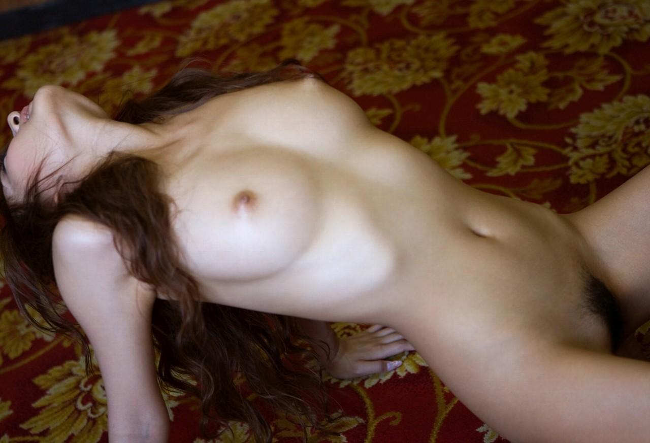 【裸体エロ画像】これが嘘偽りのない姿!信用できる?全裸の美女たち(*´д`*)