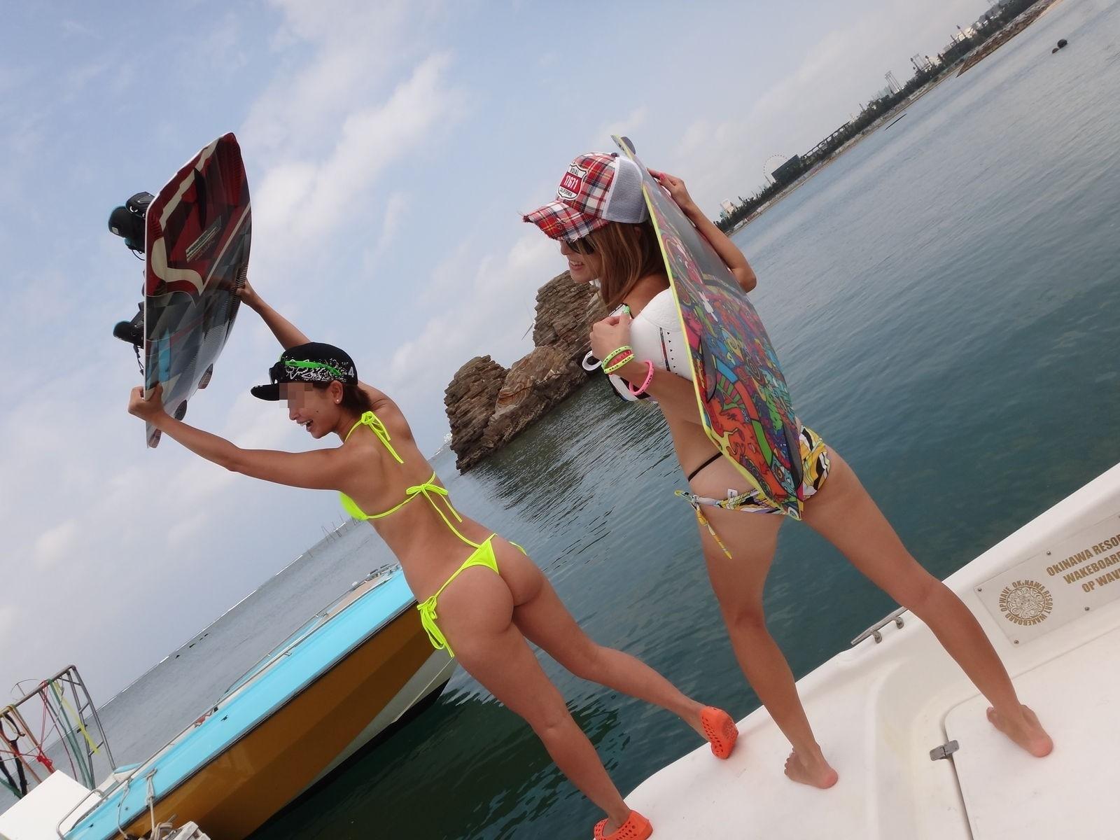 【水着エロ画像】今年はTバックがもっと増える!?ビーチを賑わすビキニ尻(*´Д`)