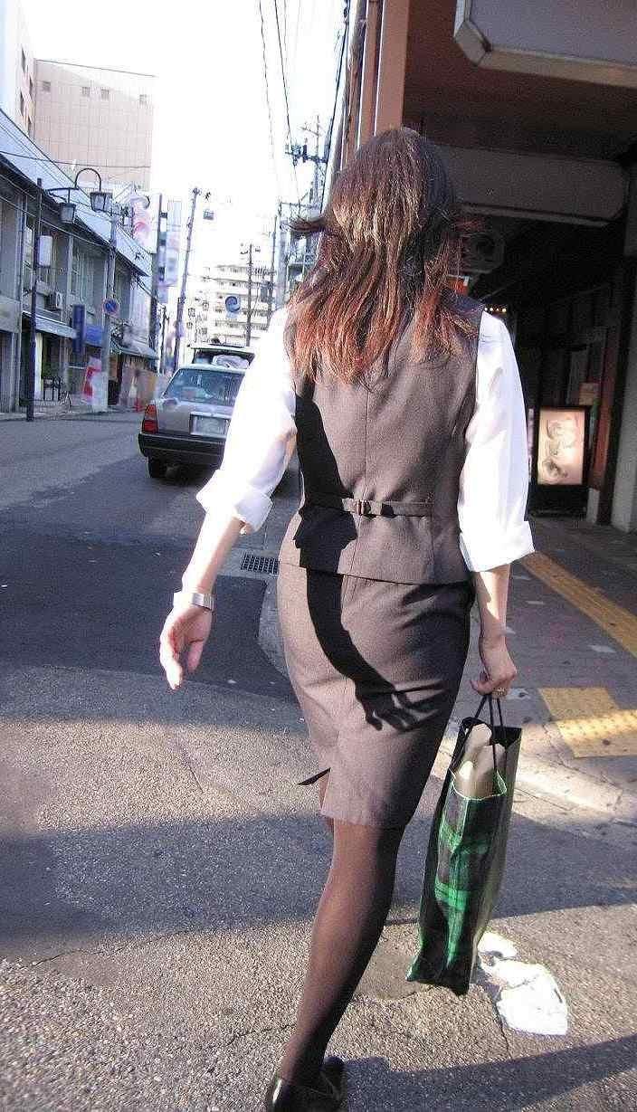 【着尻エロ画像】OLさんの標準装備!尻目立ち不可避のタイトスカート(;´Д`)