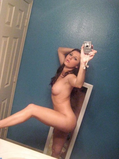 【自撮りエロ画像】素人もスタイル抜群!レベル高い海外女性たちの裸体自撮り(;´Д`)