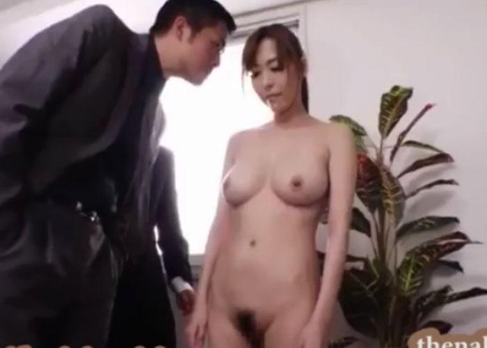 【エロ動画】会社を守るために全裸勤務と肉体ご奉仕を強いられた美人部長!(*゚∀゚)=3