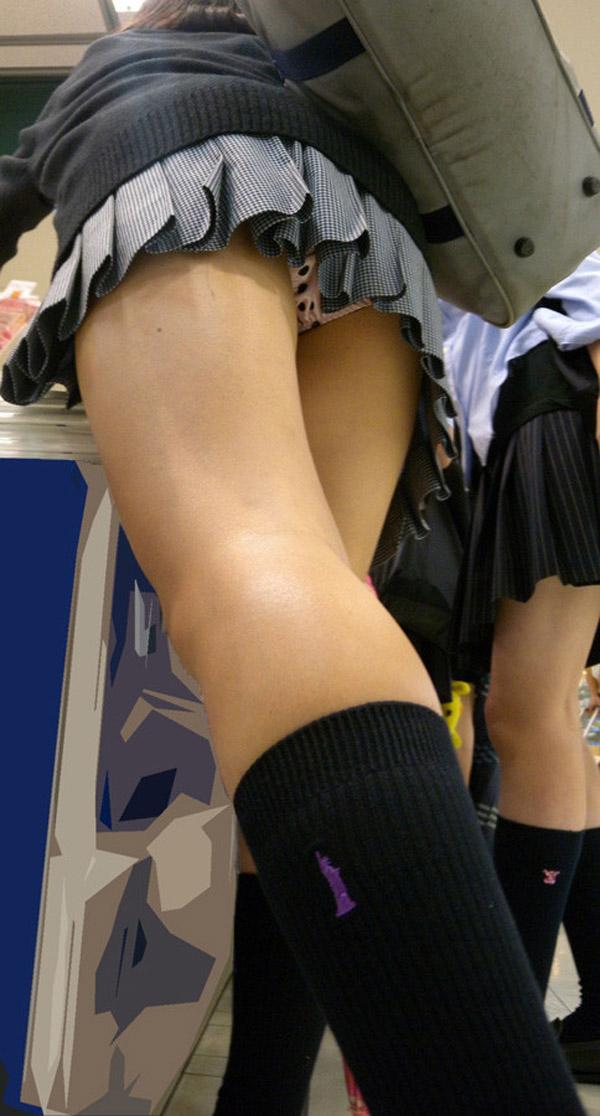 【パンチラエロ画像】見え率は3割弱を希望wパンチラ期待されるミニスカ着用者(;´Д`)