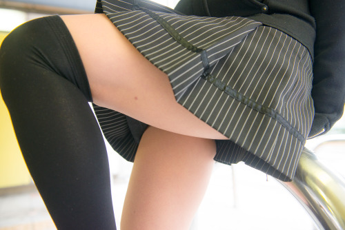 【絶対領域エロ画像】着用中は太ももの魅力が急上昇!ニーソの似合う美脚女子たち(;´∀`)