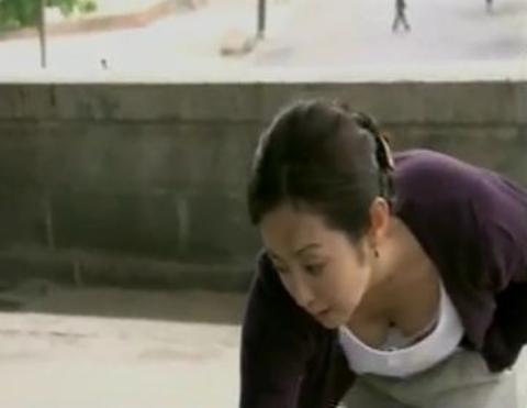 【黒歴史】斉藤由貴、懺悔ヌードしか許されない魔性の女…⇒ポロリと乳首が見えそうな放送事故…