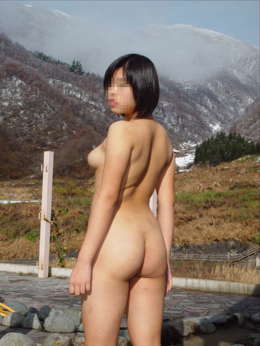 【露出エロ画像】暑さが和らぐ訳ではないw性癖の為だけの屋外露出行為(*´Д`)