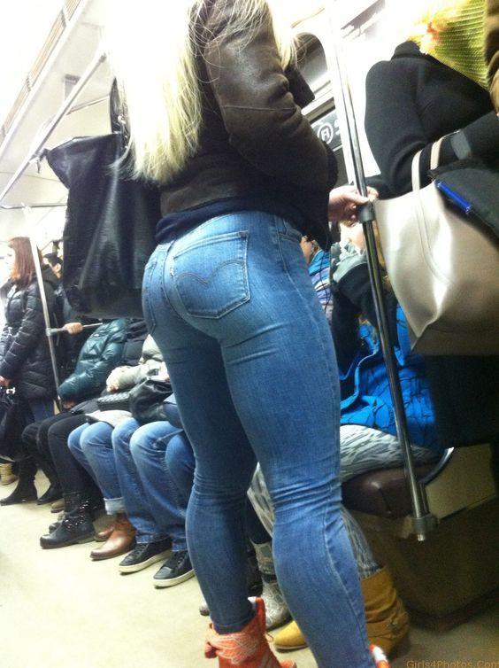 【巨尻エロ画像】脱ぎ着するところ見たいんですがwジーンズが窮屈そうなデカ尻外人(*´Д`)