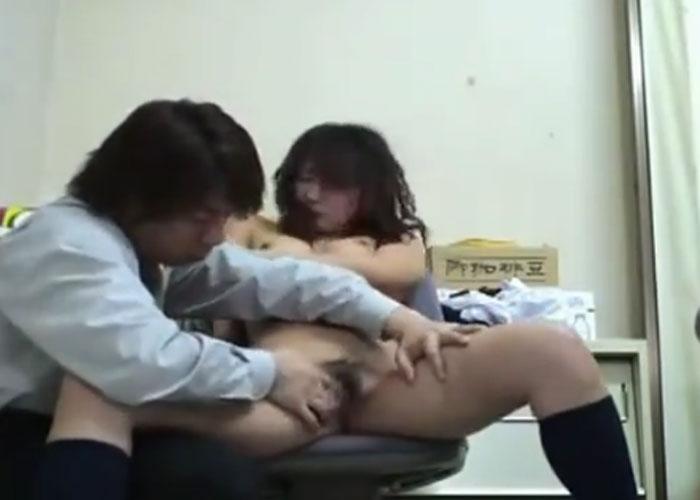 【エロ動画】万引き許すまじ!キレた店長に性的制裁されるJK盗撮(;゚∀゚)=3