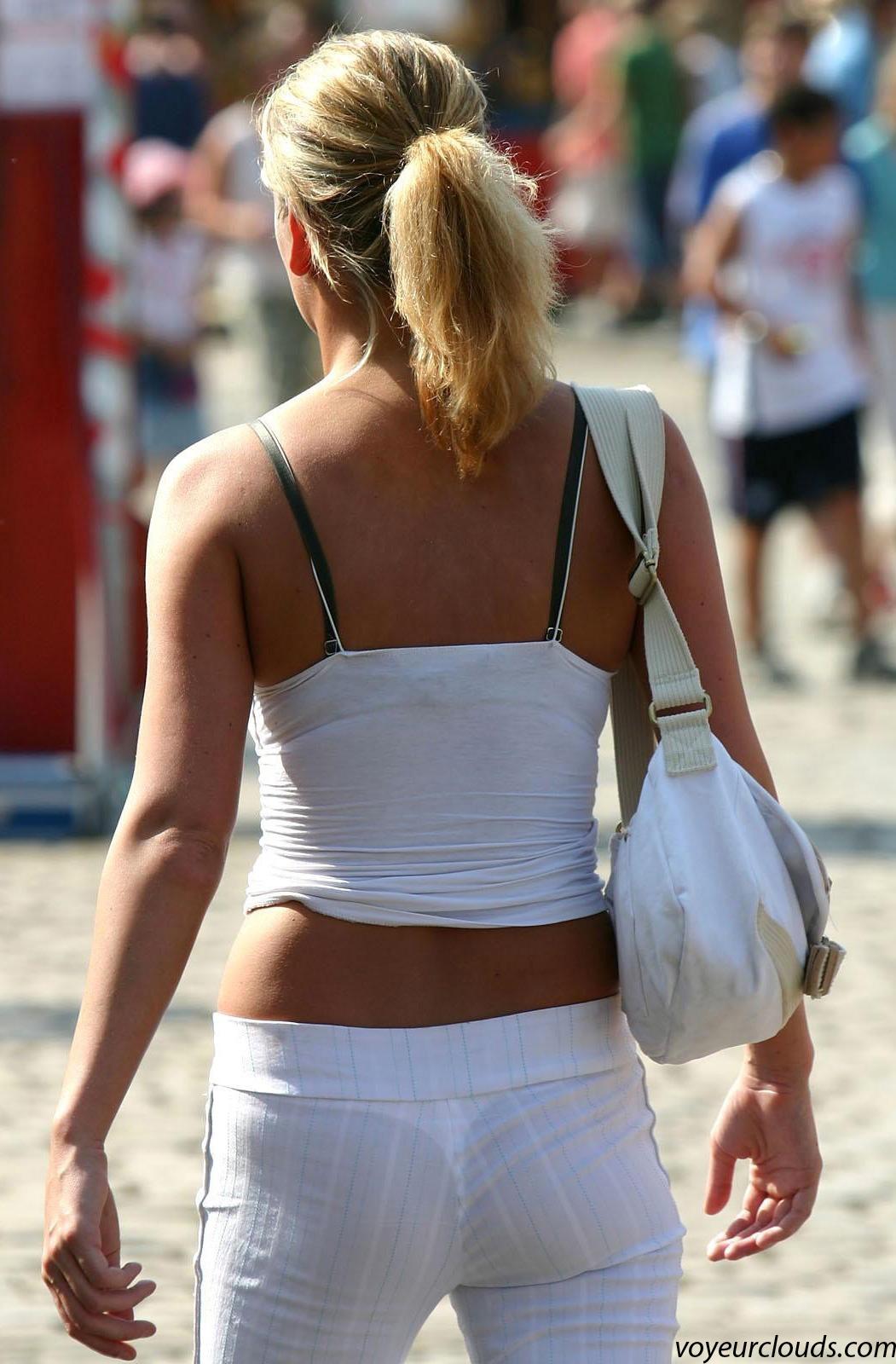 【下着透けエロ画像】汗かいたらもっと凄そう…下着が見えてる着衣尻(;´Д`)