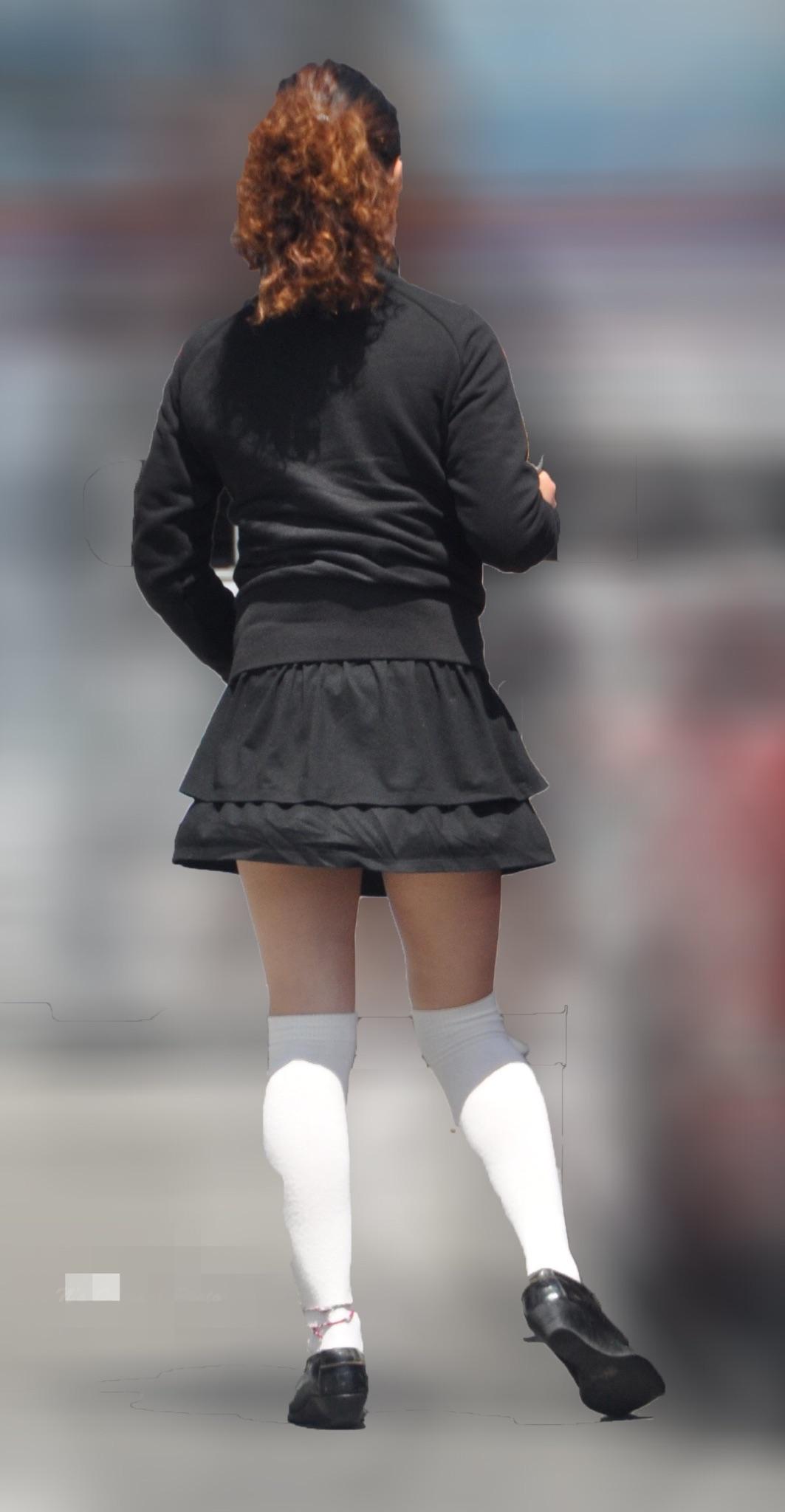 【美脚エロ画像】パンツ出なくても太もも見えるだけでも十分な街の美脚観察(;´Д`)