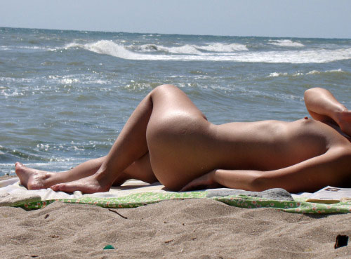 【海外エロ画像】何も恥ずかしくはない人達のみが来れるヌーディストビーチ!(;´∀`)
