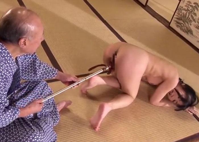 【エロ動画】ノリノリだなこの爺…(;^ω^)監禁され杖攻撃に沈んだ若妻 02