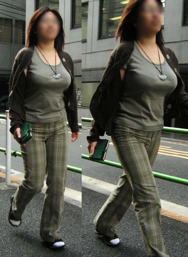 【着胸エロ画像】肩をお揉みしましょうか?重さも凄そうな街の着衣おっぱい(;´Д`)
