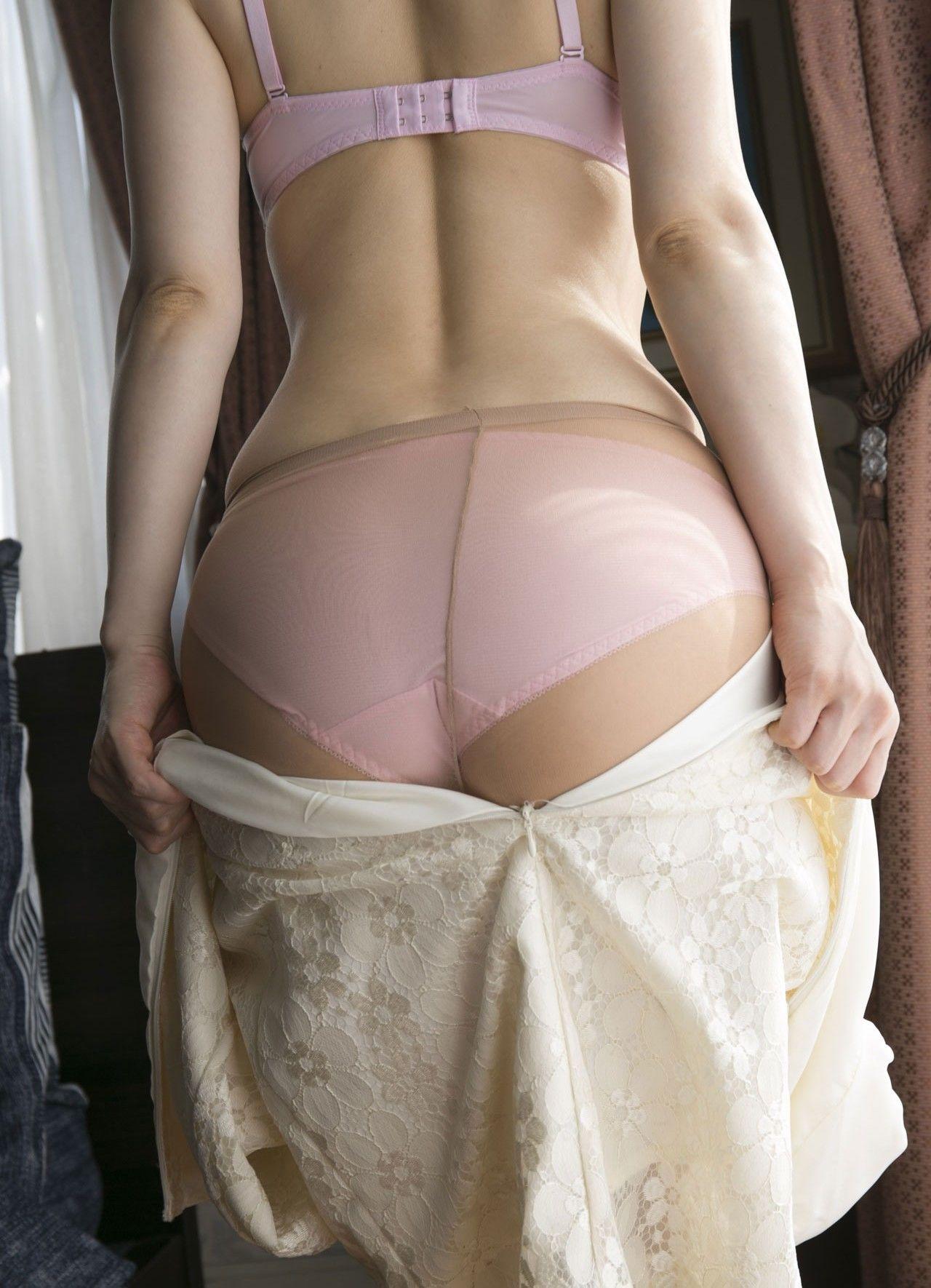【下着エロ画像】詰まった中身はどんな香り?蒸れてると最高なパンスト尻(;´Д`)