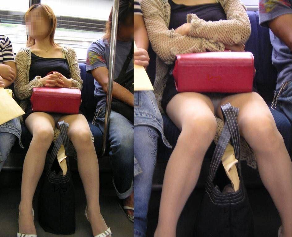 【パンチラエロ画像】今日こそは…と待ち続ける電車内の対面座席パンチラ(;´Д`)