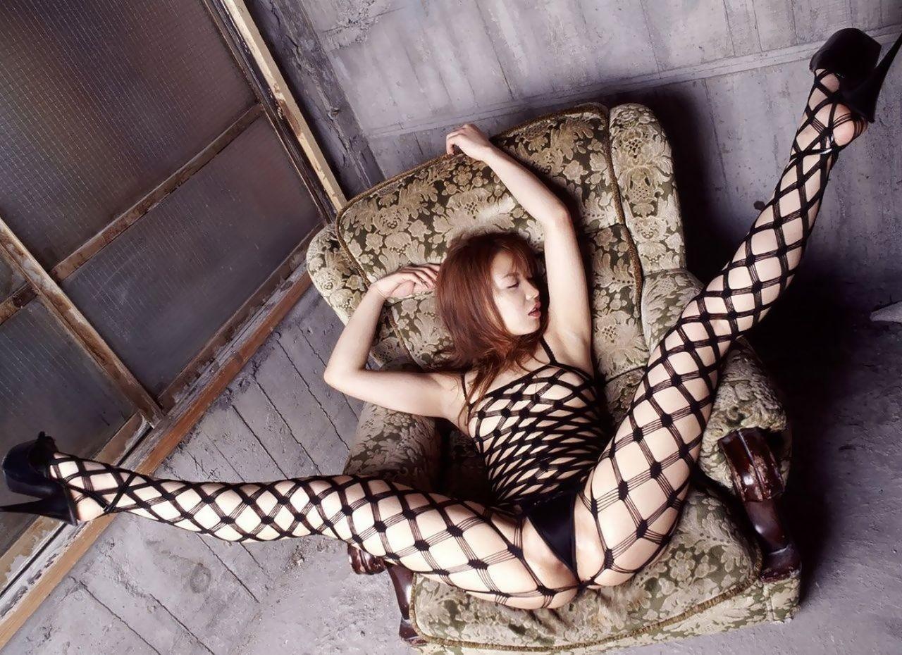 【下着エロ画像】隠す気ゼロの網目wヤる気ありすぎな全身網タイツ美女たち(;´Д`)