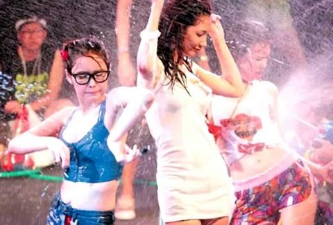 【リアル・スプラトゥーン】「ソンクラン」とかいうタイの水かけ祭りがエロ過ぎる