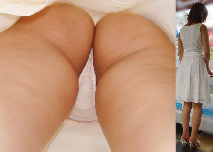 【パンチラエロ画像】勝負パンツを彼氏より先に見た!?逆さ撮りパンチラ(*´Д`)