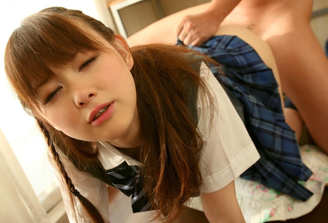 【性交エロ画像】その頃に気持ちを帰らせて盛り上がろうw制服女子とのセックス(;^ω^)