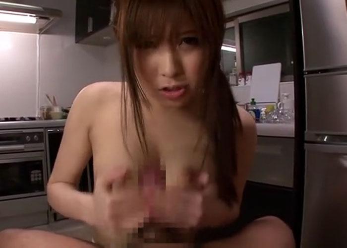 【エロ動画】帰って来た旦那を裸エプロンとパイズリで労う巨乳嫁!(*゚∀゚)=3 02