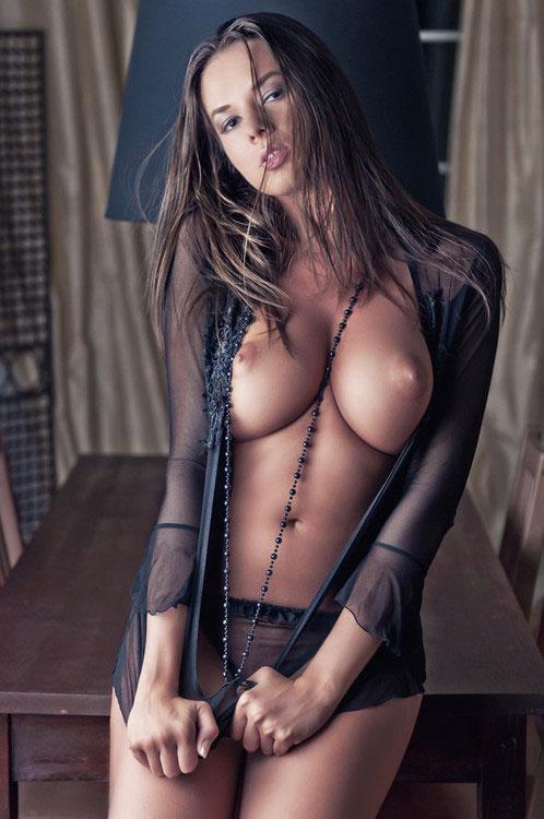 【巨乳エロ画像】見るだけでは我慢できない!理想の美巨乳を持つ海外美女たち(*´д`*)