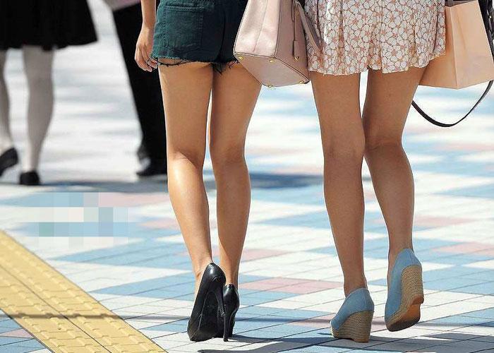 【美脚エロ画像】毎日街に出れば色んな下半身が見られるって素晴らしい(;^ω^) 表紙