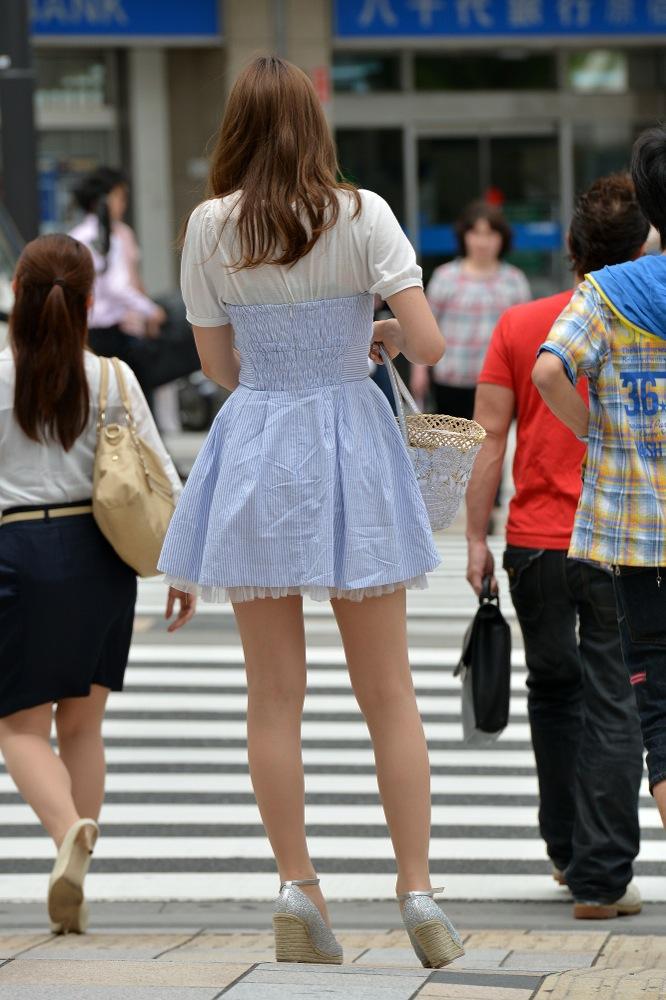 【美脚エロ画像】毎日街に出れば色んな下半身が見られるって素晴らしい(;^ω^)
