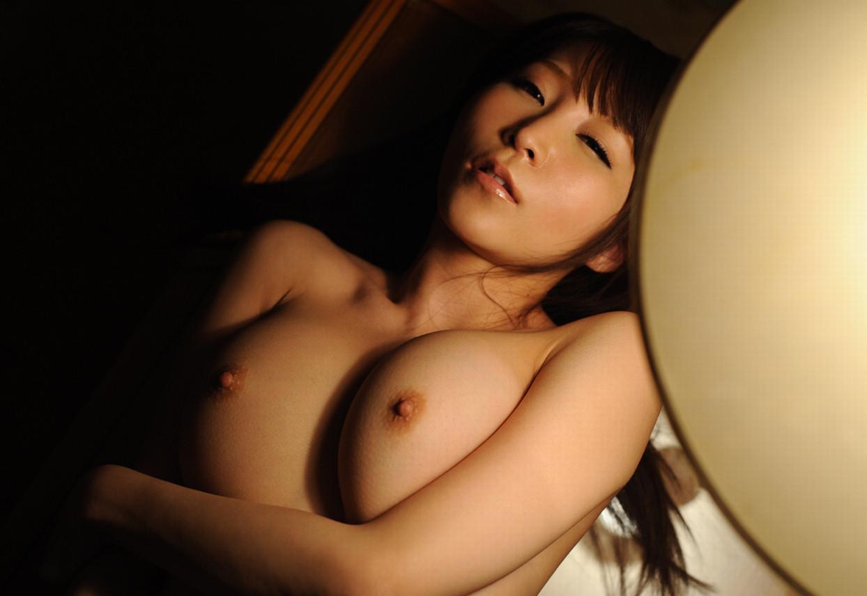 【日焼けエロ画像】白い部分が感度上がってるか確かめたい!卑猥な日焼け女体(;´Д`)