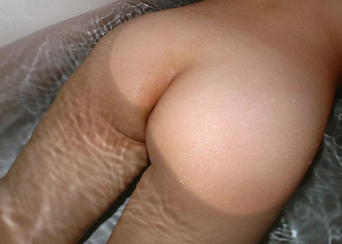 【尻エロ画像】叩いちゃいそう…平手が座れそうな程に魅力的なムッチリ生尻(;´Д`)