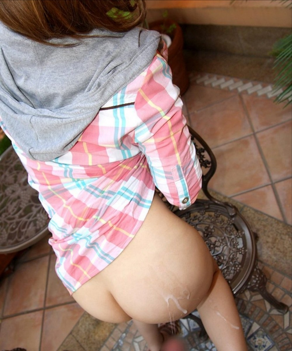 【ぶっかけエロ画像】お尻が熱い…特濃ザー汁をたっぷり浴びた女子の尻(*´Д`)