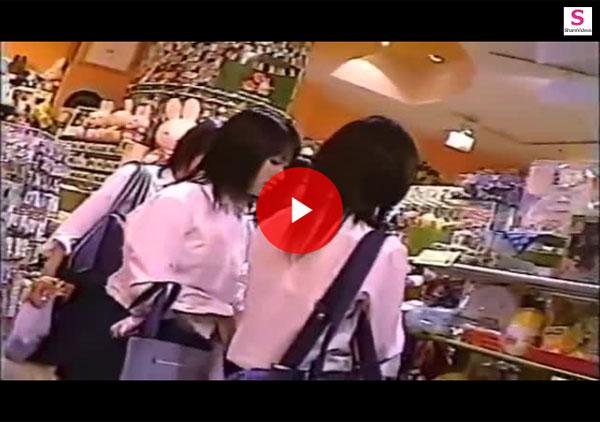 【エロ動画】JK発見!追いかけながらローアングルでパンツを覗き見!(;゚∀゚)=3 03
