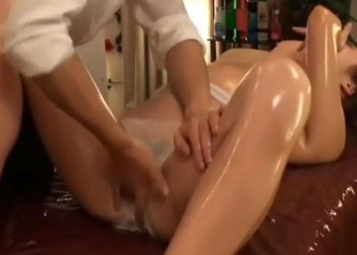 【エロ動画】格安には裏が…セクハラ施術と性行為の餌食になった巨乳妻!(*゚∀゚)=3
