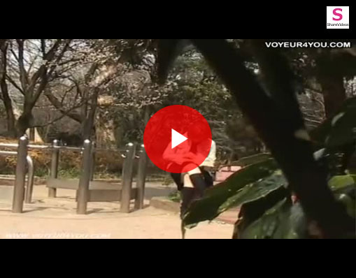 【エロ動画】公園で一人座るミニスカお姉さんがパンチラするまで張り込み!(;゚∀゚)=3 03