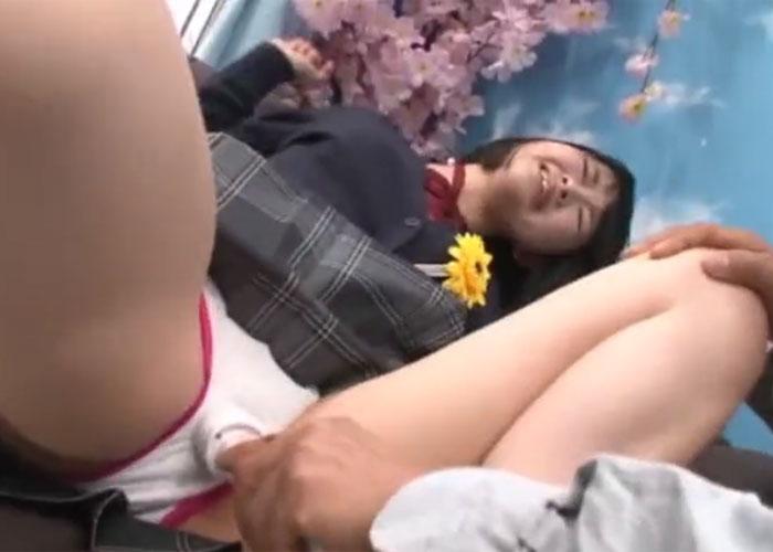 【エロ動画】卒業したての女の子がMM号でハメられまくり!(;゚∀゚)=3 01
