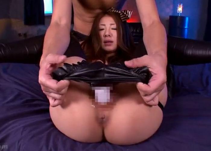 【エロ動画】アナルのヒクつきが…巨尻をたっぷり辱められる美女!(*゚∀゚)=3