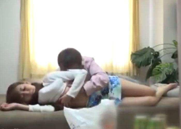 【エロ動画】家庭があるのに不倫に応じる不届き妻の痴態を隠し撮り!(*゚∀゚)=3 01