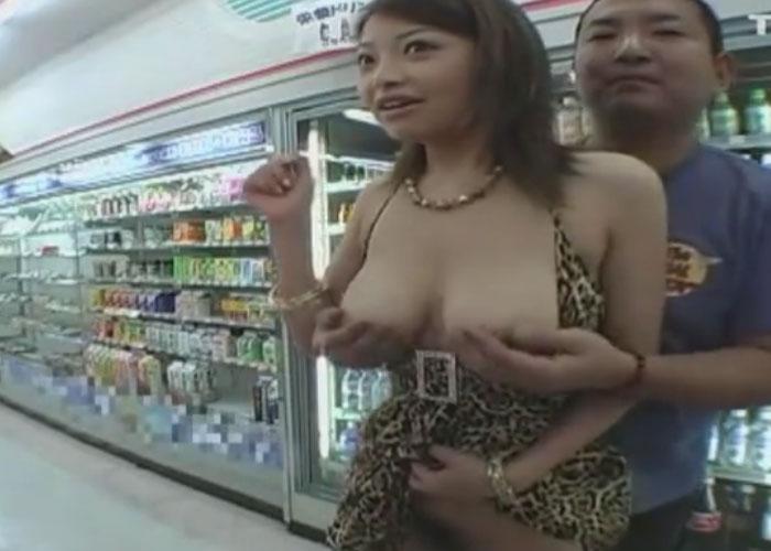 【エロ動画】コンビニ内で露出FUCKやらかしちゃった爆乳お姉さん!(;゚∀゚)=3