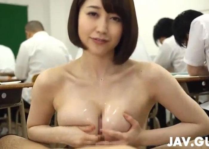 【エロ動画】授業中に教え子を次々に抜いてごっくんしていく変態女教師!(*゚∀゚)=3